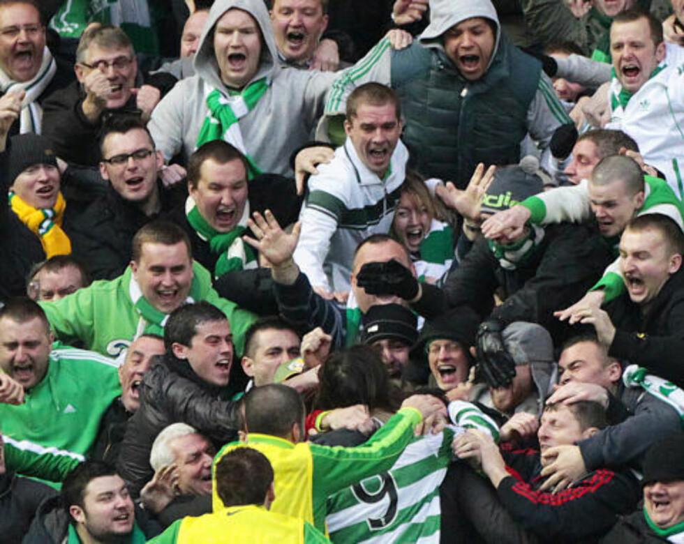 VILLMENN: Samaras var ikke direkte upopulær hos Celtic-fansen etter 1-0-målet. Neppe etter det andre heller... Foto: REUTERS/David Moir
