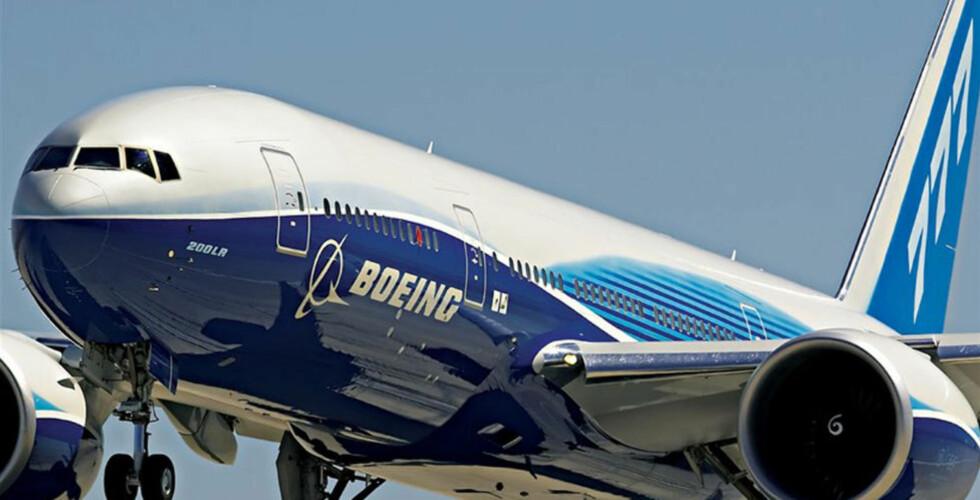 UHELL: Det var et fly av denne typen, Boeing 777, som nylig måtte lande som følge at kommunikasjonsproblemer etter at én av pilotene sølte kaffe inne i cockpiten. Arkivfoto: AFP/SCANPIX