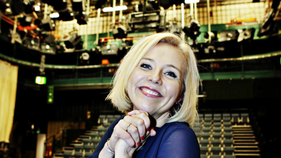 COMEBACK: Linn Skåber hadde tatt på seg armbånd som skulle bringe lykke i første comeback-sending. I kveld er hun tilbake i «Nytt på Nytt»-stolen. Foto: Nina Hansen.   Foto: Nina Hansen / Dagbladet