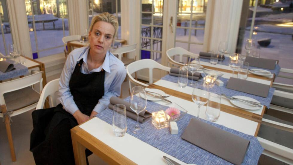 LURT TRILL RUNDT:  Restauratør Helene Jahren tok i mot bestilling til 45 bryllupsgjester og takket nei til andre gjester lørdag 17. april. Hun skjønte hun var rundlurt da ingen på Ullevål universitetssykehus kjente dr. Madeleine Larsen og mobilsamtalen havnet på Svalbard. FOTO: TORBJØRN BERG/DAGBLADET.