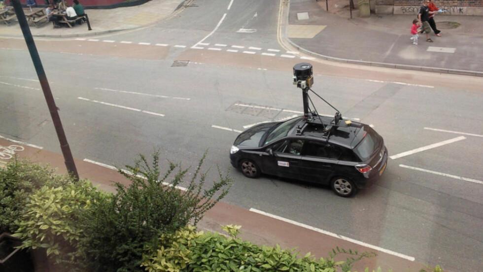 REGISTRERER INFORMASJON: Både samtaler via internett-chat, hvilke nettsider du besøkte og betalingsinformasjon du formidlet til en venn, kan være i Googles hender dersom nettverket ditt ikke er beskyttet. Denne bilen er fra Bristol i England. Foto: Arkiv