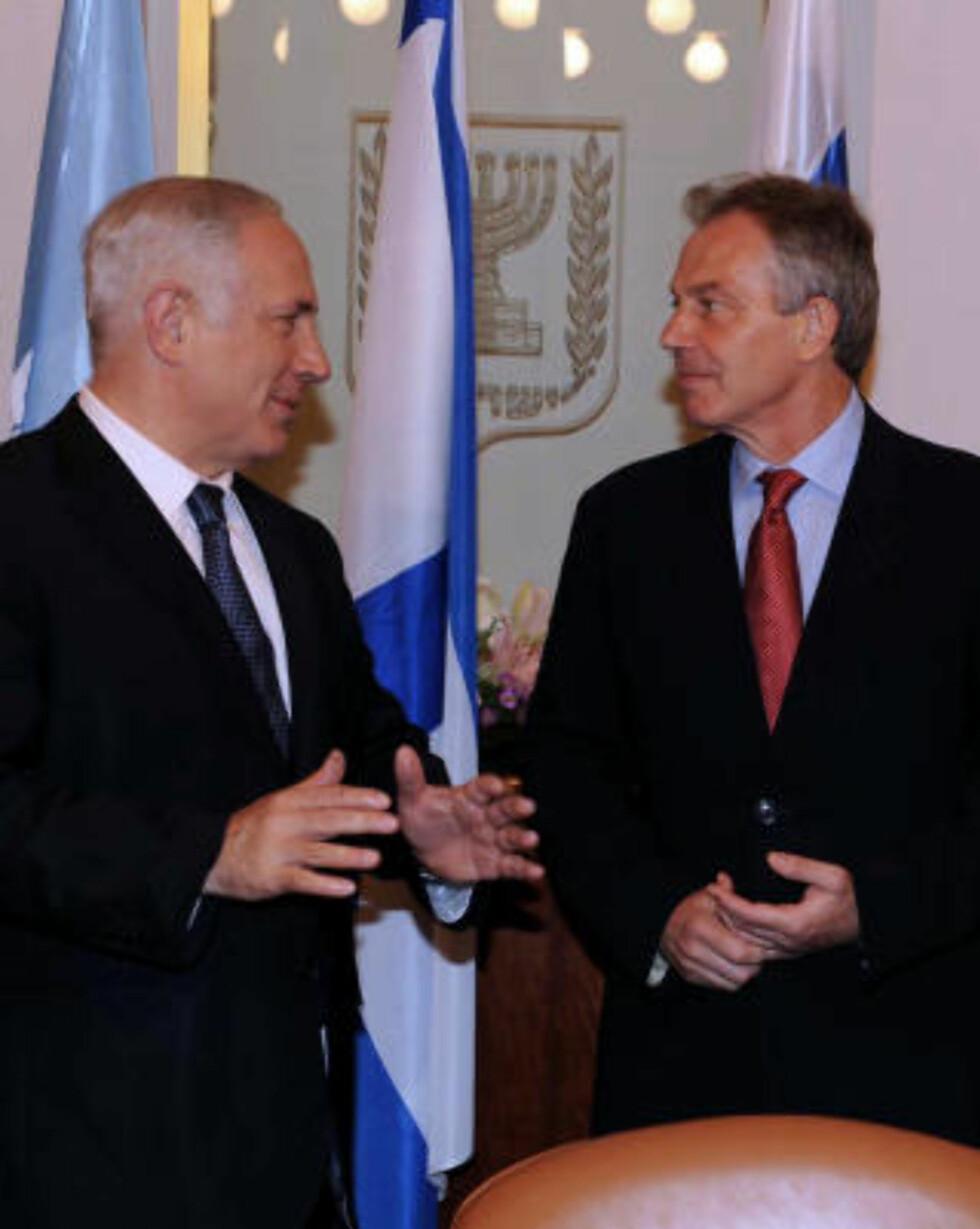 LETTER: Benjamin Netanyahu skal ifølge Tony Blair (høyre) være på glid når det gjelder å lette Gaza-blokaden. Foto: AFP