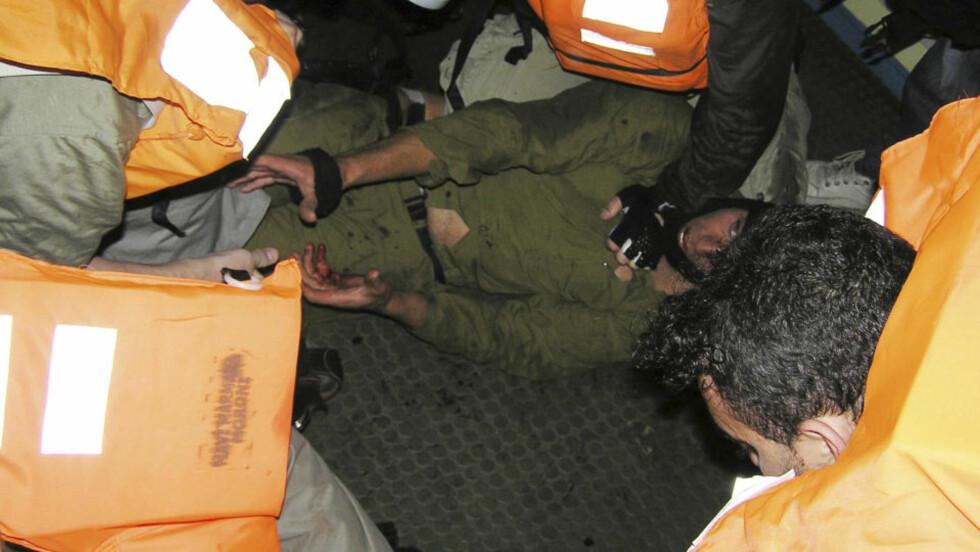SAMMENSTØT: Det var kraftige sammenstøt mellom israelske militære og aktivister under bordingen for to uker siden. Ni aktivister ble drept under den israelske aksjonen. Nå er et iransk skip på vei til Gaza. Foto: Reuters