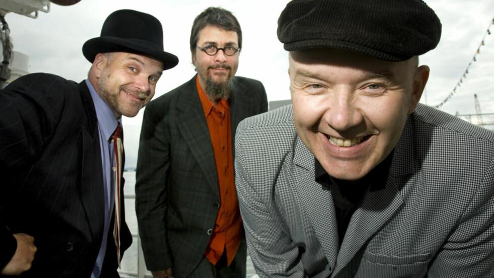 TRE SMÅ KINESERE ANNO 2010: Ulf Risnes (caps), Øystein Hegge (hatt) og Truls Waagø. Foto: Anders Grønneberg