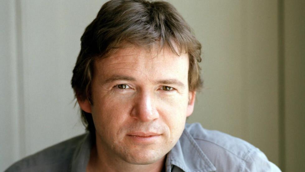 """MANGFOLDIG: Britiske David Nicholls har skrevet tre romaner. Han er også skuespiller og manusforfatter, blant annet til den populære TV-serien """"Kalde føtter"""". Foto: Joss Barratt/Stay Still Ltd"""