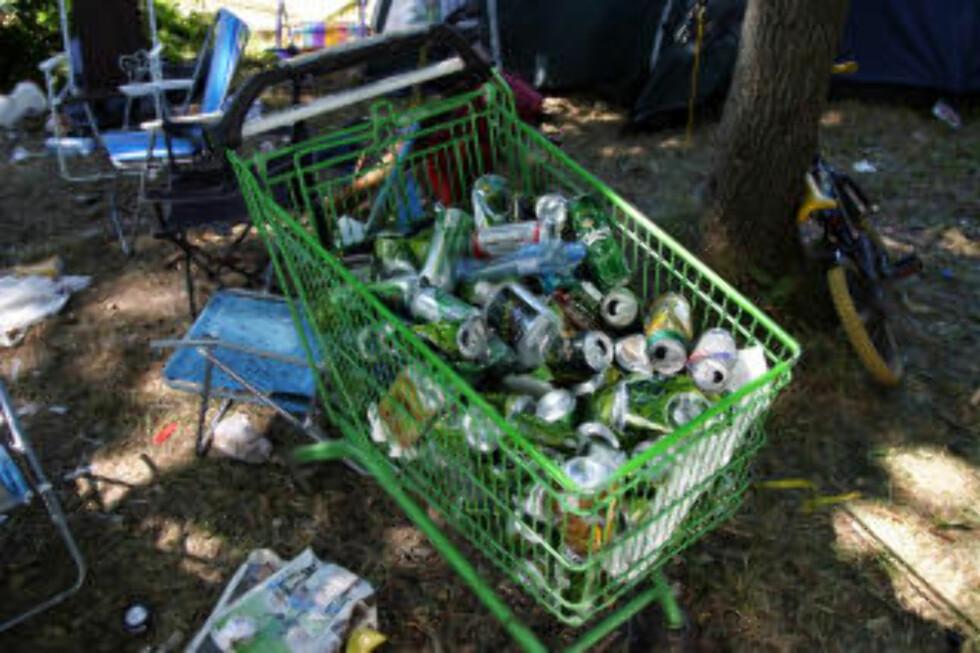 TOMGODS: Rundt halvparten av alkoholen som drikkes på Hovefestivalen er medbrakt.