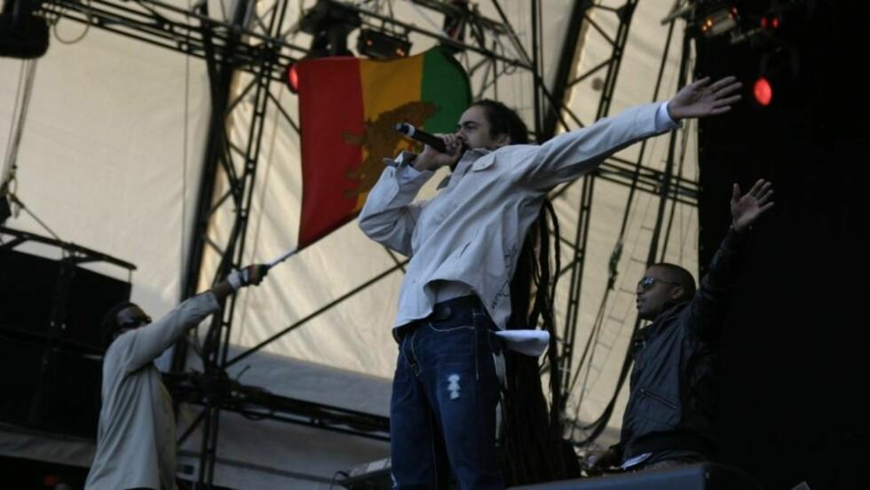 ENERGI: Damian Marley og Nas ga hverandre energi på scenen. (Foto: Eivind Kristensen)