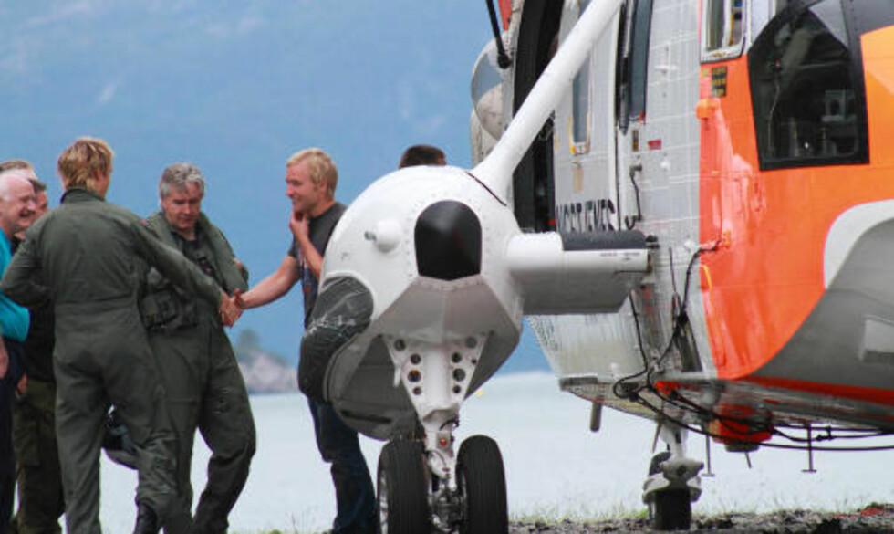 TAKKNEMLIG: Den svenske turgåeren, som nylig skal være innflyttet til området, takket sine redningsmenn gjentatte ganger etter aksjonen. Foto: CHARLOTTE FØRDE