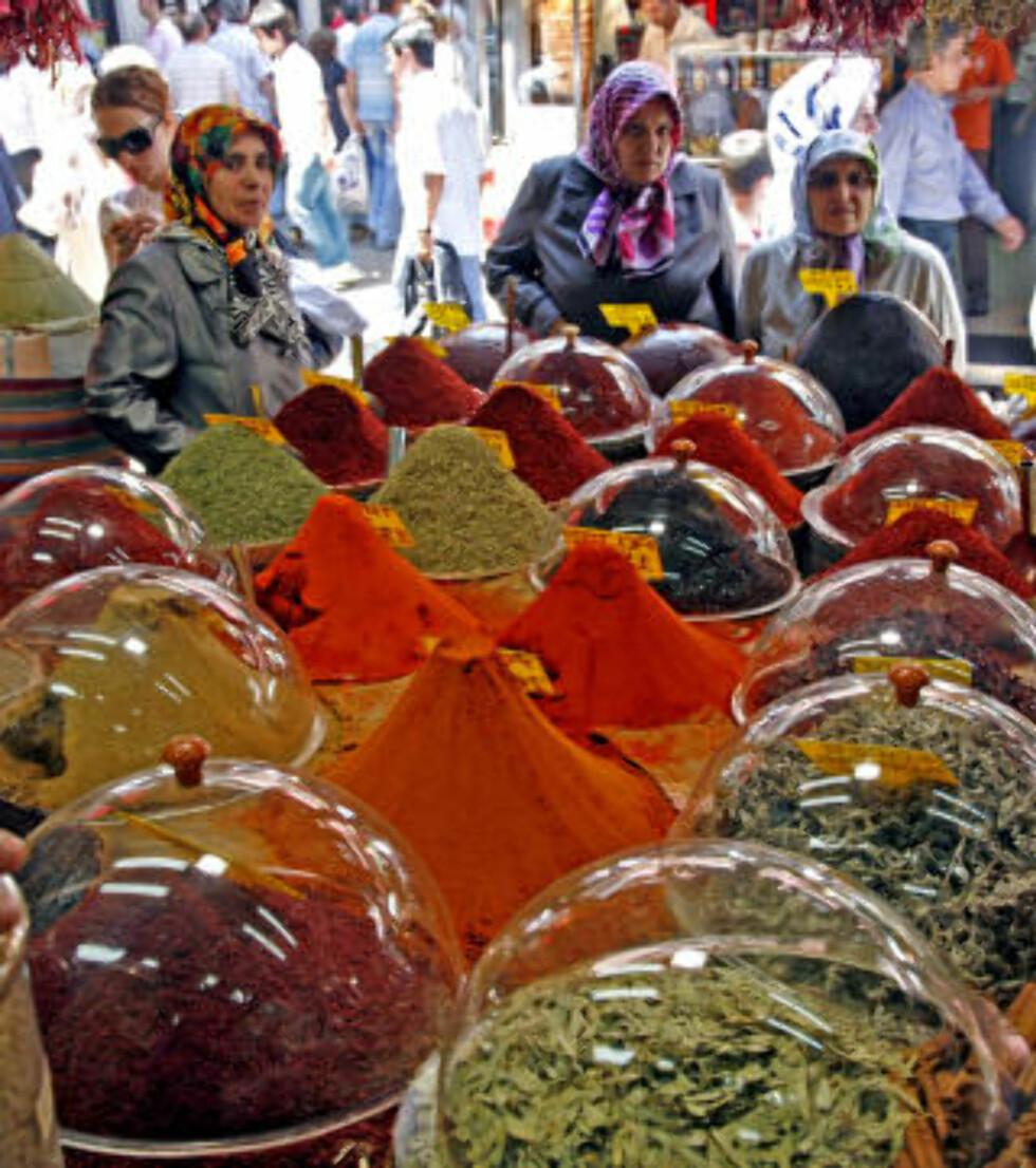 KVALITET: Krydderet som selges på basaren i Istanbul holder svært høy kvalitet - og er et lekkert skue for øynene.