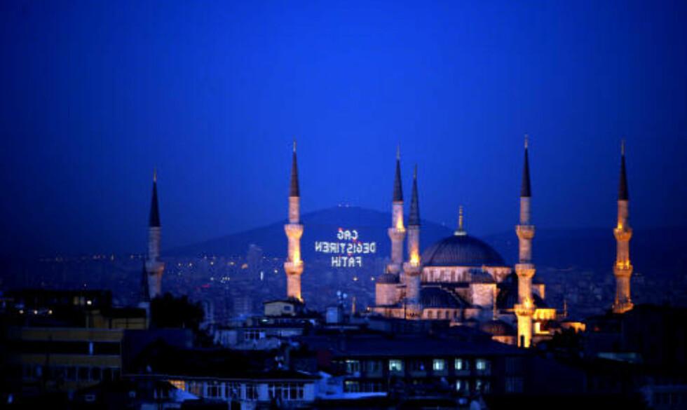 NESTEN UNIK: En moskè med seks minareter finnes to steder; I Istanbul og Mekka.