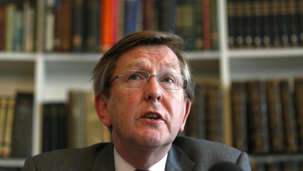 RENVASKET:  Granskingskommisjonens leder, Muir Russel, (bildet) la i dag frem resultatet av granskningen av britiske klimaforskere. Foto: Sang Tan/ Ap photo/ Scanpix