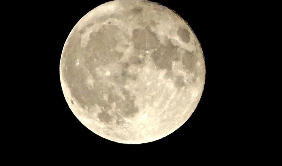 SUPERMÅNE: På mandag vil fullmånen være ekstra stor. Foto: Geoffrey Swaine/REX/Shutterstock /Scanpix