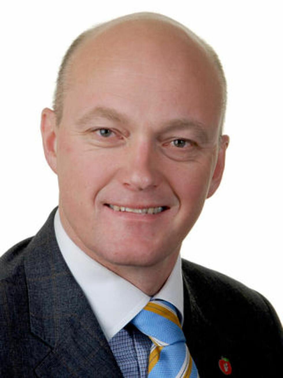 KRITISERER: Stortingsrepresentant og medlem av Justiskomiteen, Hans Frode Asmyhr (Frp), er ikke imponert over regjeringens innsats for bortførte barn. Foto: Fremskrittspartiet