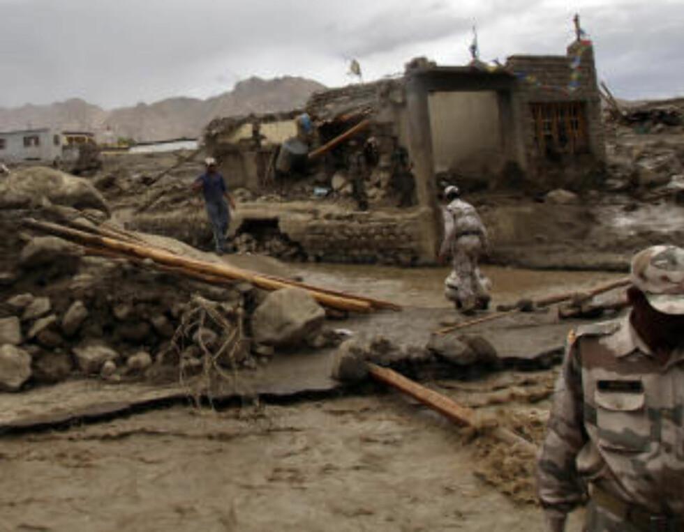 <strong>SOLDATER SATT INN:</strong>  30 000 soldater er satt inn i nødhjelpsarbeidet. Foto: Scanpix