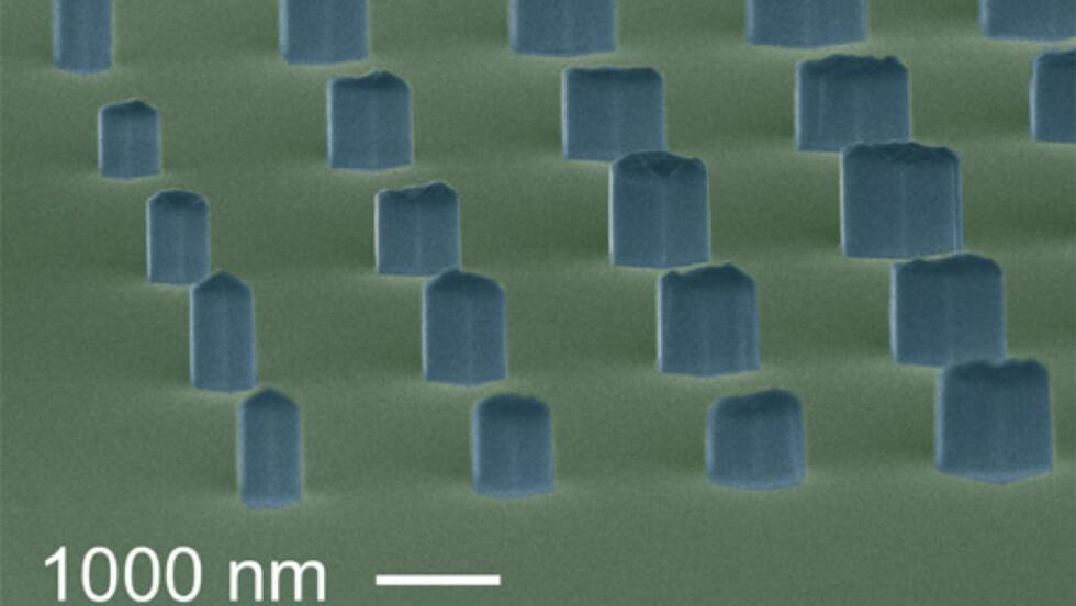 SMÅ: Her er en grafisk framstilling av nanoledningene forskerne dyrket fram. Streken nederst på bildet er 1000 nanometer lang, det er en milliondels meter. Foto: NIST