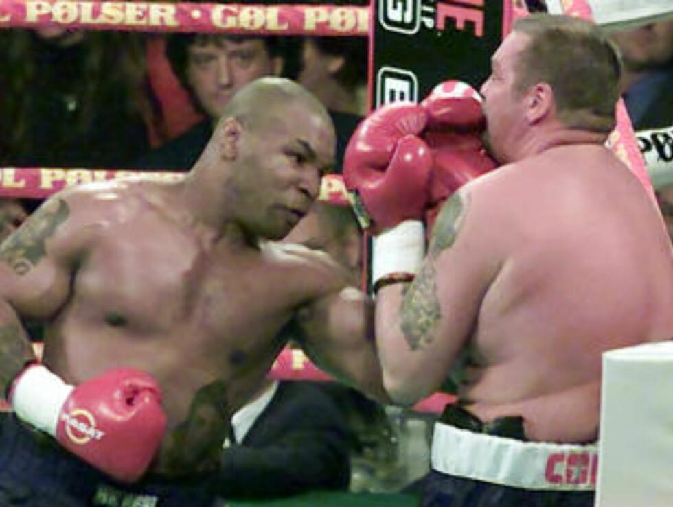 <strong>BLE SLÅTT UT AV TYSON:</strong> Brian Nielsen la opp i 2002, året før tapte han en kamp mot Mike Tyson i København. Foto: REUTERS/Christian Charisius