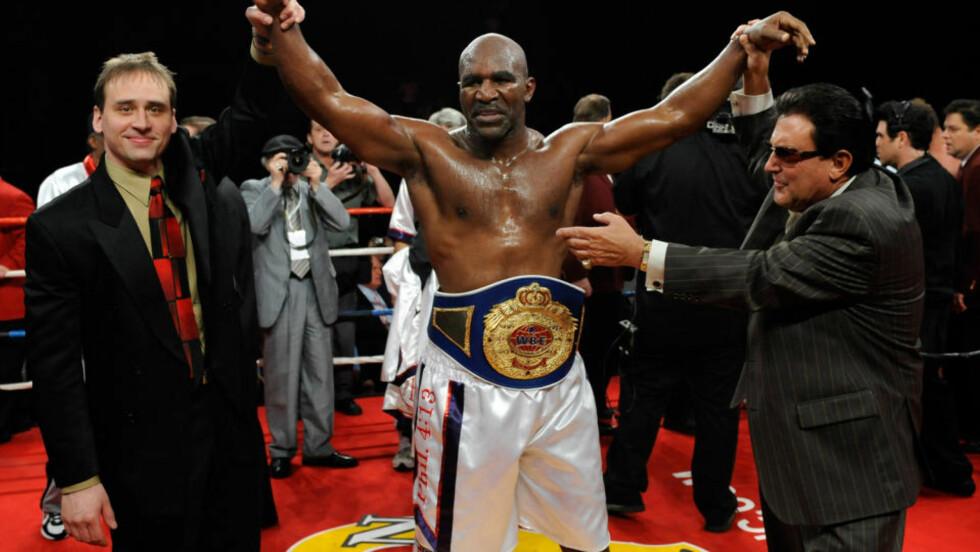 <strong>VANT KAMP I APRIL:</strong> Evander Holyfield fyller 48 år i oktober, men bokser stadig. Her etter en seier mot Francois Botha  i Las Vegas i april. Foto: Ethan Miller/Getty/AFP