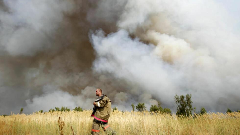 <strong>VOLDSOMME SKOGBRANNER:</strong> De krafitge skogbrannene skaper Tsjernobyl-frykt. Brannene kommer som følge av en kraftig hetebølge i Russland under den varmeste sommeren på 130 år. Her fra Ryazan-regionen. Foto: REUTERS/Denis Sinyakov/Scanpix