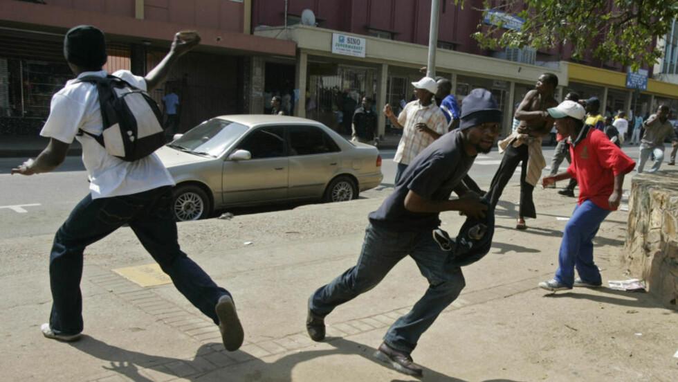 OPPOSISJON: Å tilhøre opposisjonen i Swaziland kan være farlig. Etter maifeiringen i landet i år ble Sipho Jele (37) arrestert. I fangenskap ble han funnet hengt. Myndighetene hevder han hengte seg, mens medisinske eksperter og aktivister mener han ble hengt av politiet. Foto: AP Photo/Schalk van Zuydam/Scanpix