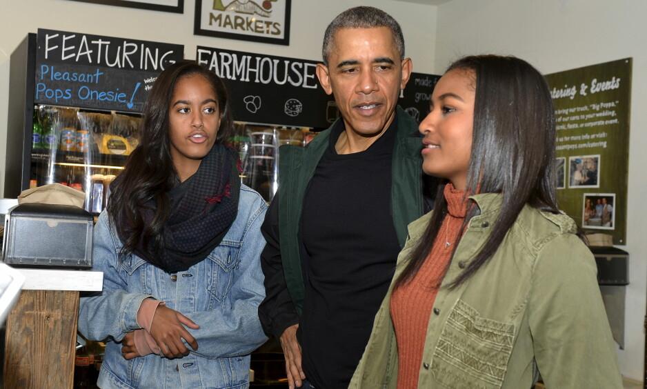 DØTRE: Barack Obama sammen med døtrene. Foto: Reuters