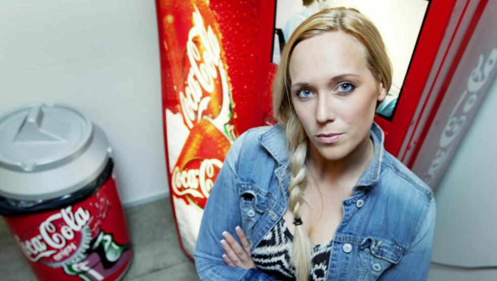 KUTTET COLA: Svenske Emily er lettere og friskere etter at hun sluttet med to liter brus om dagen. Foto: Olle Sporrong/Expressen