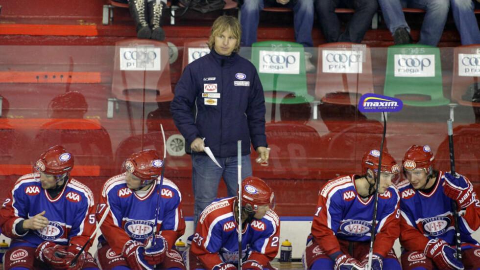 <strong>FORNØYD TROSS TAP:</strong> Espen «Shampo» Knutsen gledet seg over innsatsen til det unge Vålerenga-mannskapet borte mot finske Jokerit.Foto: SCANPIX