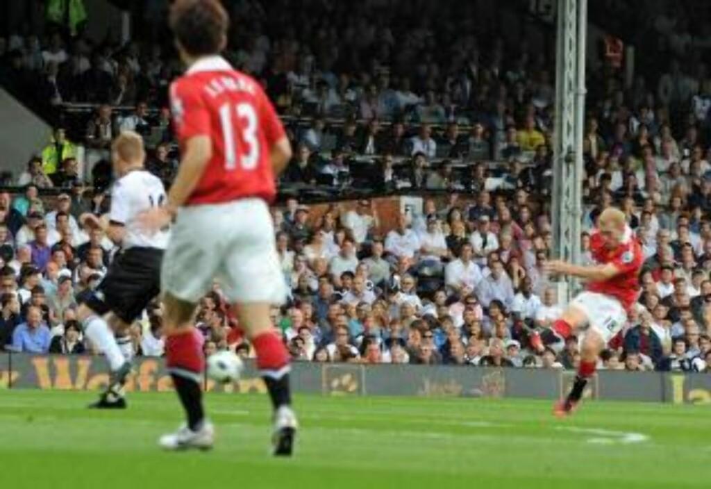 I 150: Paul Scholes scoret sitt 150. Manchester United-mål på seniornivå med en kanonkule fyrt av fra returrommet. Foto: SCANPIX/EPA/GERRY PENNY