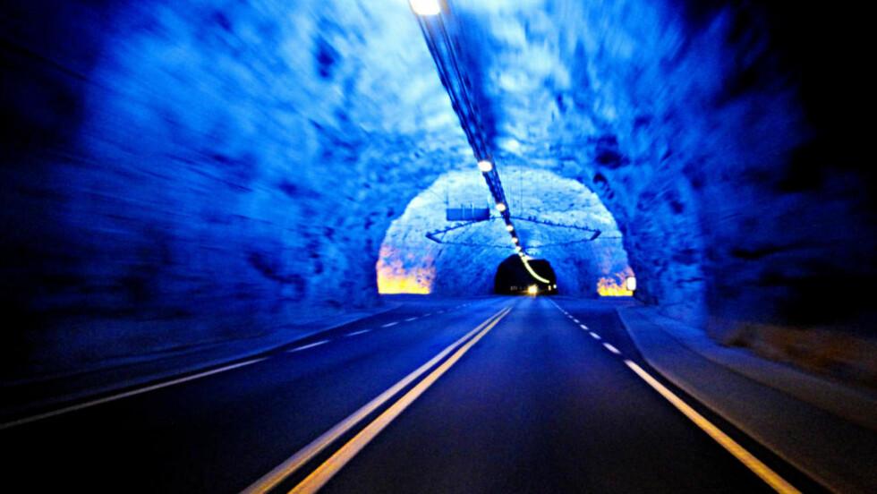 <strong>VERDENS LENGSTE:</strong> Lærdalstunnelen er 24.509 meter lang. Den kan oppleves om du velger stamveien eller stikker av fra riksvei sju ved Gol og kjører over Hemsedalsfjella og ned til Lærdal, eller omvendt fra Bergen. Foto: Ole C. H. Thomassen