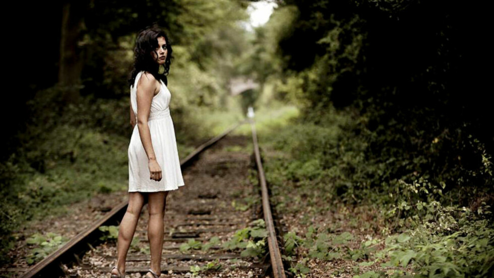 PÅ SKINNER: Amrita Acharya (23) har gjort store framskritt som skuespiller, og blir å se på HBO neste år. Den norske jenta spiller i den nye Ringenes Herre-lignende storsatsingen Game of Thrones. Foto: Owen Billcliffe
