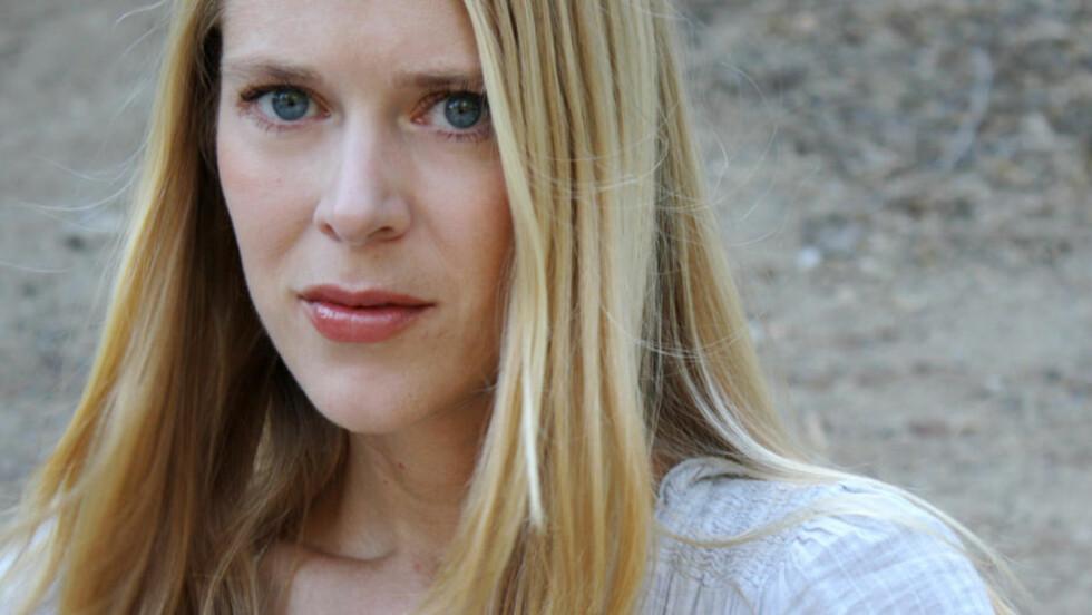 SLO TIL FOR FULLT: Hilde Susan Jægtnes (36) knalldebuterte som månedsfinalist: Etter ti år på Diktkammeret ble hun samtidig månedens poet. Foto: TERESA LO