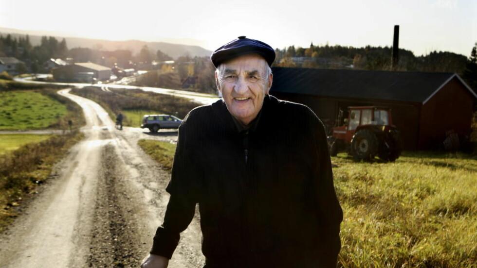 Har skrevet bok: Snåsamannen hjalp over 50.000 mennesker før han sluttet som helbreder i 2008. På mandag kommer hans nye bok i butikkene. Foto: Mette Randem