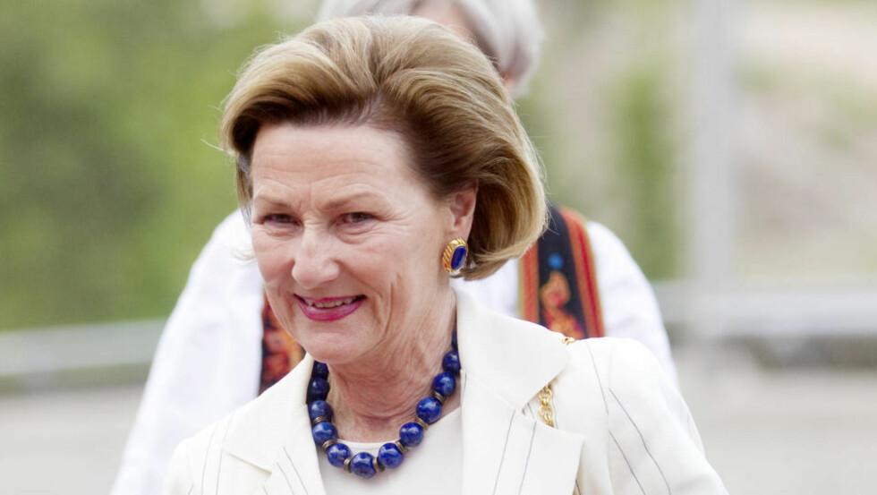 MØTTE SNÅSAMANNEN: Dronning Sonja traff Snåsamannen Joralf Gjerstad i Steinkjer i 2007. I sommer ble Snåsamannen invitert til Slottet og de to hadde et privat møte. Foto: Kyrre Lien/Scanpix