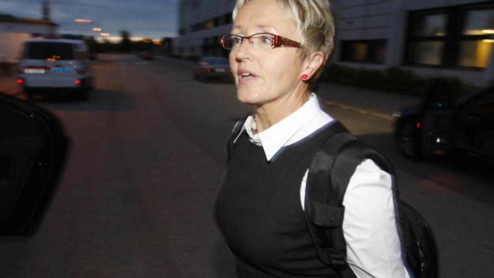 TAR ANSVAR: - Terje Riis- JOhansen burde ha visst om pengestøtten til Sp, det er mitt ansvar at han ikke gjorde det, sa Sp-leder Liv Signe Navarsete på Sps landsstyremøte i dag. FOTO: Erling Hægland