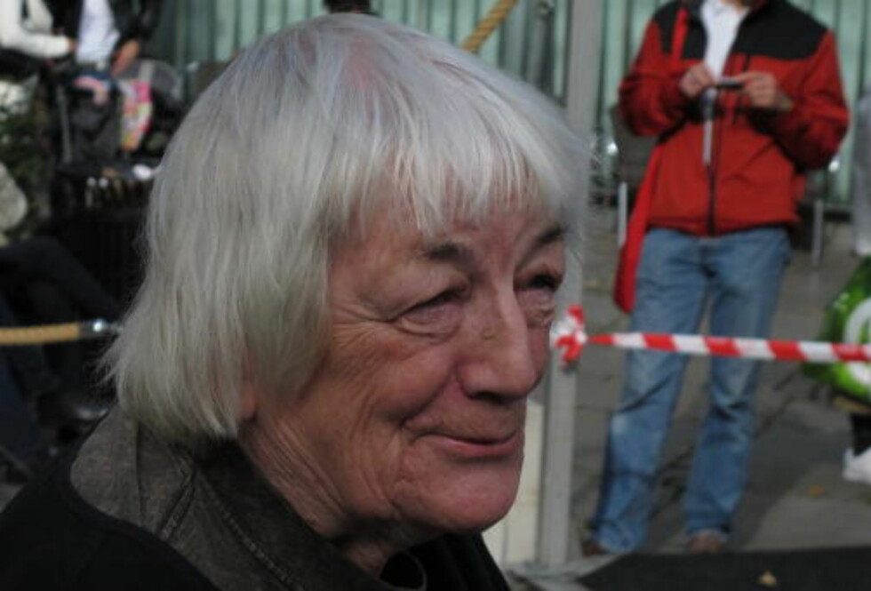BA OM HELBREDELSE: Margit Sandemo ba om helbredelse for en venn i Sverige, men hun ba ikke Gjerstad om hjelp til å se skytsengelen sin. Foto: Jørgen Gilbrant
