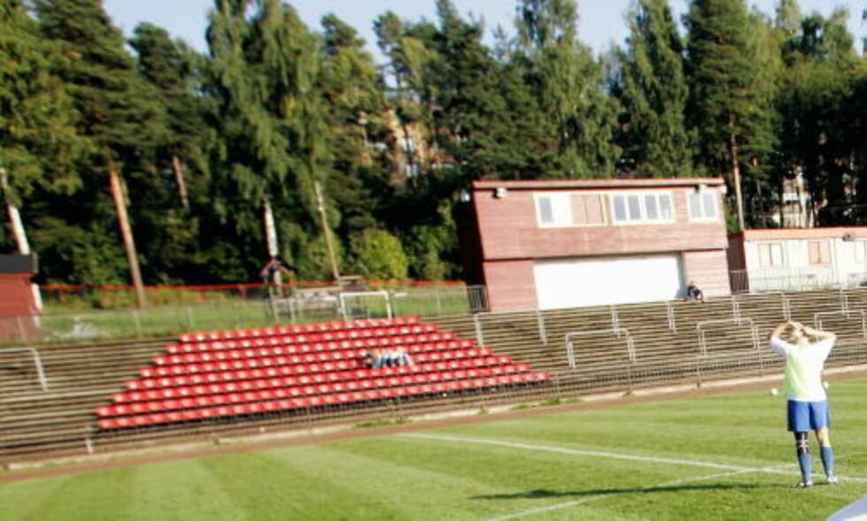 HOLDER IKKE ELITENIVÅ: Strømmen stadion rommer ikke nok tilskuere til å oppfylle kravene til en arena i Tippeligaen. Bildet er fra 2006. Foto: Daniel Sannum Lauten