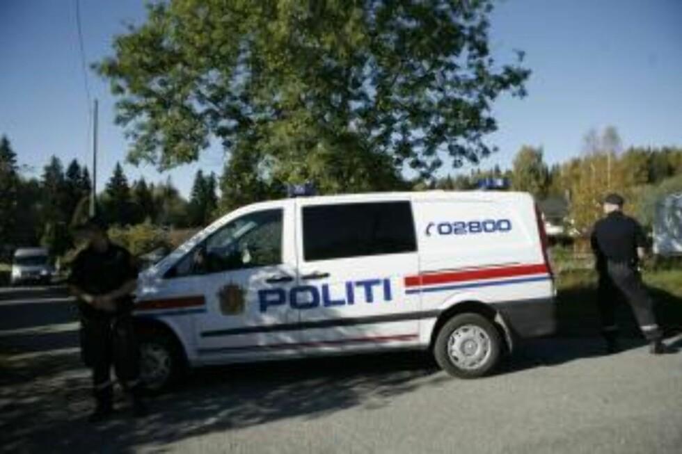 PÅ JESSHEIM: Politiet rykket ut til Jessheim etter melding om drap. Foto: Torbjørn Grønning.