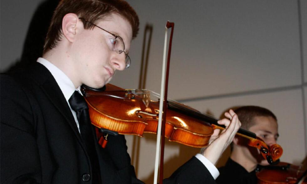 BEGAVET MUSIKER:  Tyler Clementi (18) ble beskrevet som en talentfull musiker. 22. september tok han sitt eget liv. Foto: AP Photo