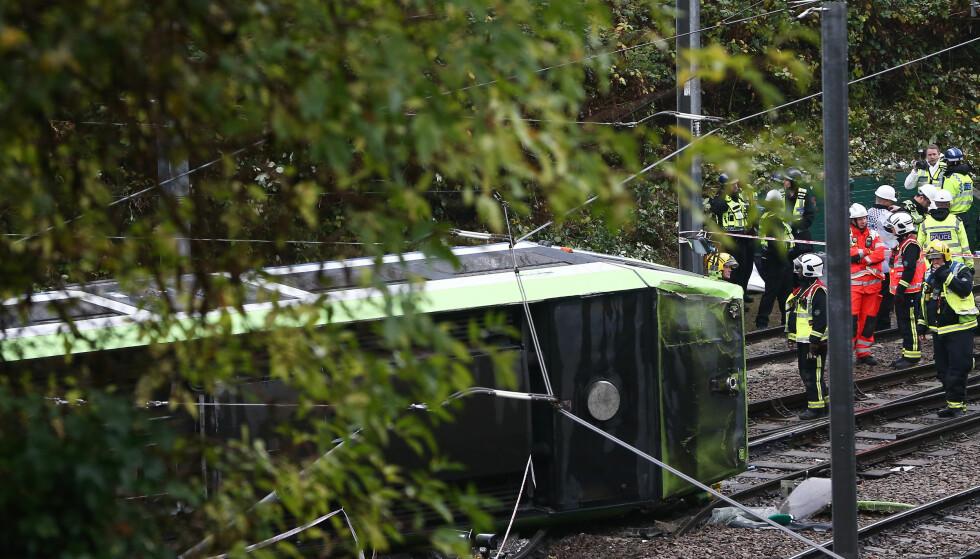 TRIKKEULYKKE: Politiet melder om at det skal være omkomne i trikkeulykken i London. Foto: Neil Hall, Reuters / NTB scanpix