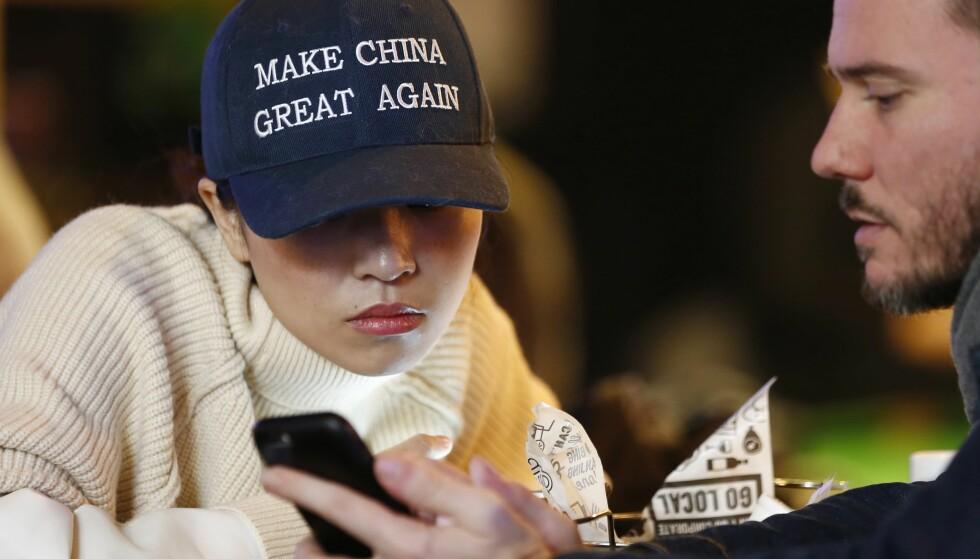 UTFORDRING: Kinesisk svar på Donald Trumps slagord: Make China Great Again. Foto: NTB Scanpix