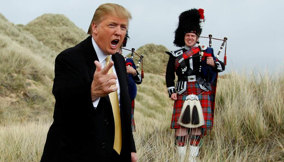 BYGG DEN MUREN! Her snakker Donald Trump med pressen ved sin golfresort i nærheten av Aberdeen i Skotland. Men ved resorten i Irland har han store planer. Foto: David Moir / Reuters / NTB Scanpix