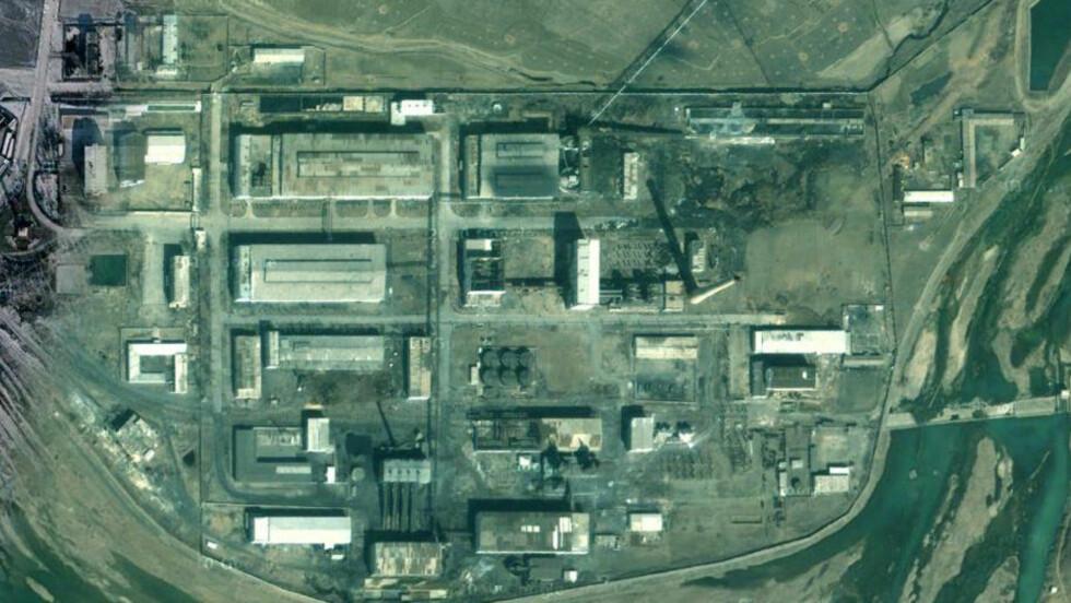 - VIL PRODUSERE ATOMVÅPEN: Nord-Korea skal nå være i ferd med å gå i gang med et program for anriking av uran for å kunne produsere atomvåpen, ifølge en rapport fra det amerikanske instituttet for forskning og internasjonal sikkerhet (ISIS). Dette satelittbildet viser et anlegg i Pyongsan som man mener kan være et aktuelt sted å produsere atomvåpen. Foto: Google Earth