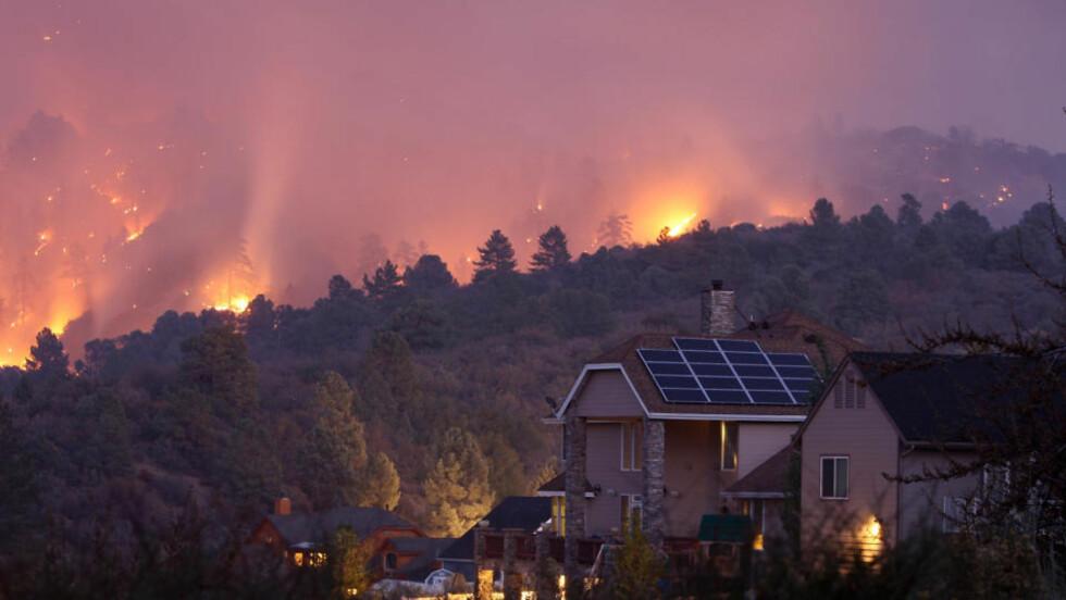 BRANNER: En av virkningene av et varmere klima er flere skogbranner. Her fra en skogbrann i California, USA. Foto: AFP