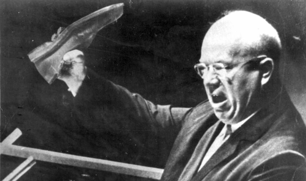 SATTTE MANIPULERTE BILDET PÅ TRYKK: 13. oktober 1960 var avisene fulle av bilder av Khrustsjov med sko. Men bildet var manipulert.  Foto: AP / SCANIPX
