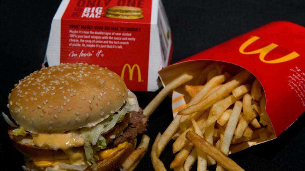 Overrasket: Kunstneren Sally Davies (54) ble overrasket da hun så hvor lite som hadde skjedd med hamburgeren etter flere måneder på en hylle i leiligheten. Illustrasjonsfoto: AP/Scanpix