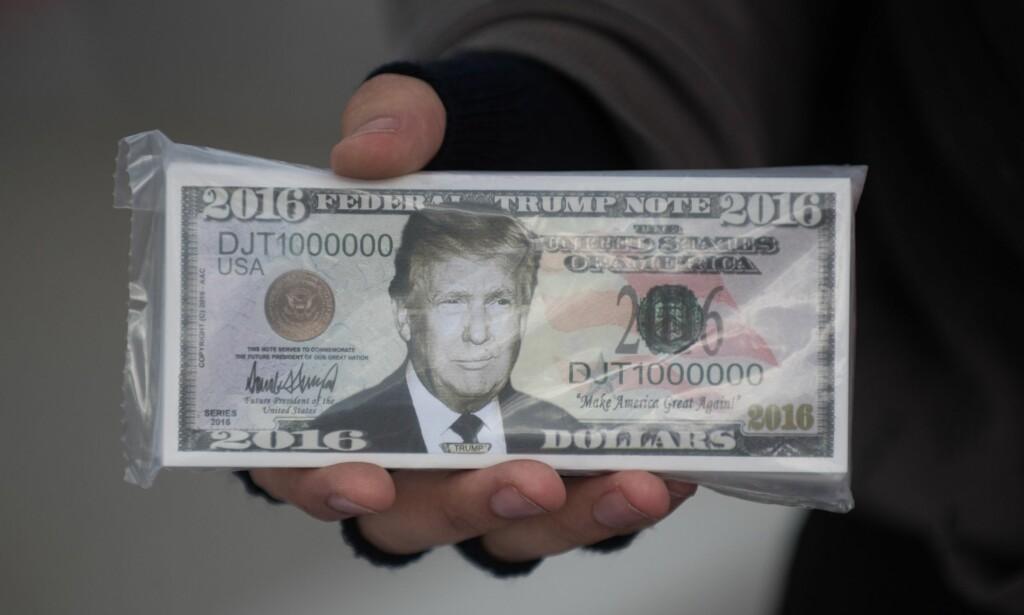 FALSKE ELLER EKTE?: Falske nyheter er det nye, det gjelder å henge med. Foto: Justin Merriman/Getty Images/AFP/NTB Scanpix