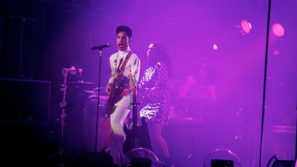 Prince: På grunn av fotoforbud under kveldens konsert i Vestlandshallen er dette bildet fra årets Roskildefestival.  Foto: Eirik Helland Urke