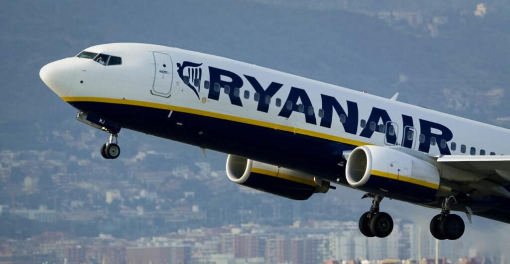 I HARD VÆR:  En Ryanair-ansatt, som vil være anonym, levner ikke arbeidsgiveren sin mye ære. Foto: AFP/Scanpix