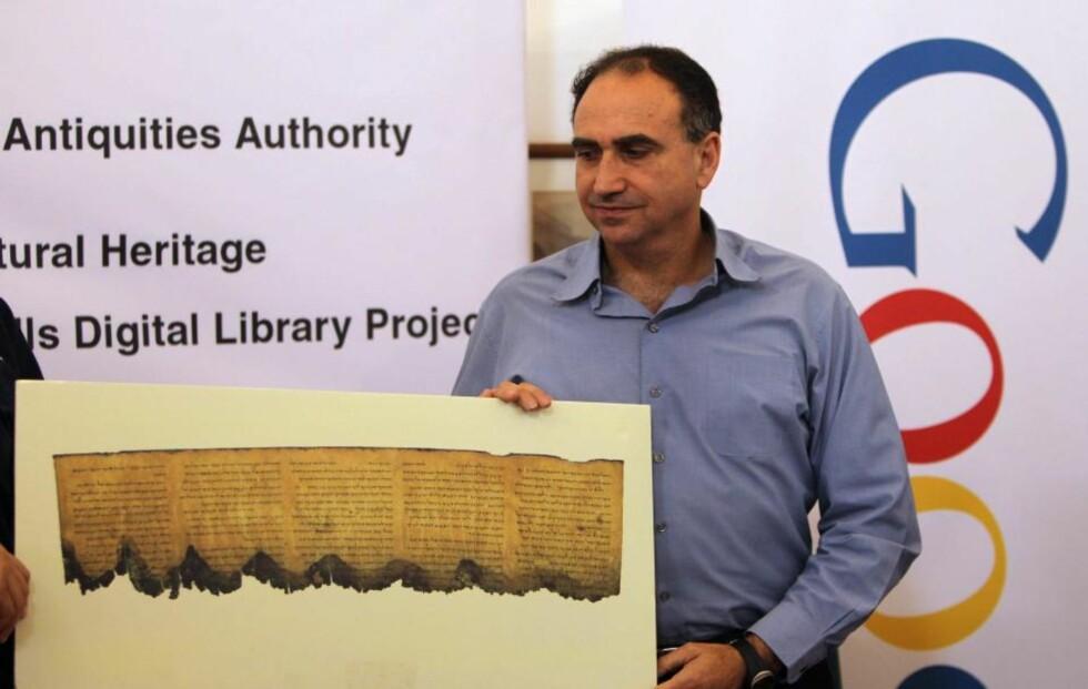 DØDEHAVSRULLENE PÅ GOOGLE:  Googles forskningssjef i Israel, Yossi Mattias, presenterte tirsdag et prosjekt sammen med israelske oldsaksmyndigheter som skal sørge for at Dødehavsrullene havner på internett.EPA/JIM HOLLANDER