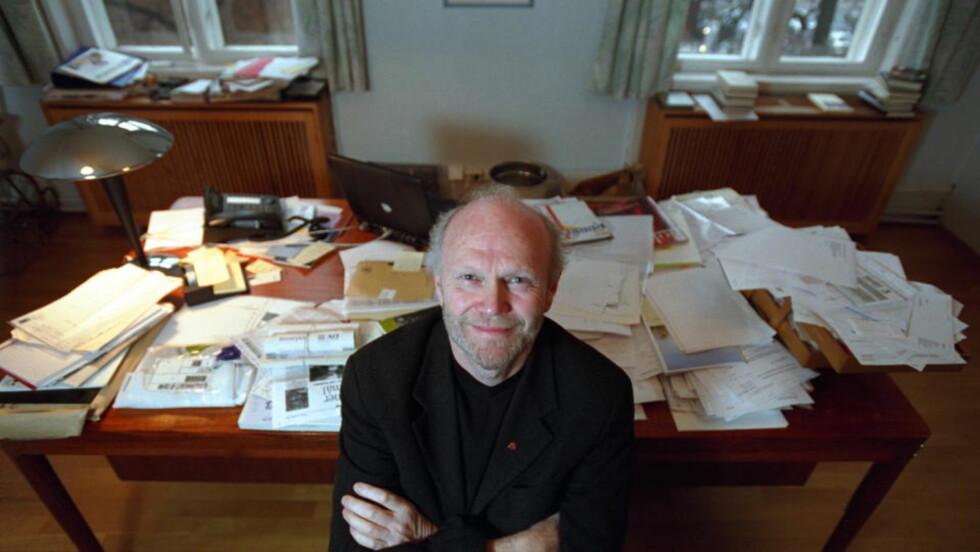 JUBILANT: Forlagssjef Geir Berdahl i Oktober Forlag har hatt jobben siden 1979. Denne uka utgir han boka «40 års nervøsitet».  Foto:MARTINSEN/TOM Dagbladet