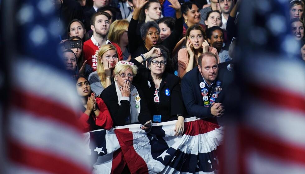 SKUFFELSEN: Nederlaget begynner å gå opp for de tilstedeværende under Hillary Clintons valgvake i New York natt til i går norsk tid. Foto: ANGELA WEISS / AFP / NTB Scanpix